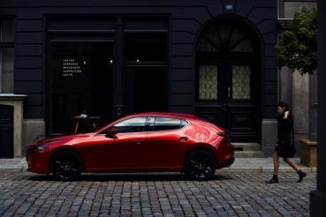 旗艦型調降 2.6 萬、取消頂級型與新增酒韻紅內裝,2021 年式樣 Mazda3 發表