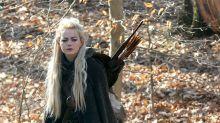 ¿Es una doble de Daenerys? ¿La prima de Legolas? ¡No, es Emma Stone rodando escenas épicas!