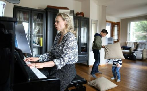 Never Mind Wailing Puppies Leipzig Opera Musicians Rehearse At Home