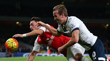 Arsenal, Tottenham have different No. 10 problems