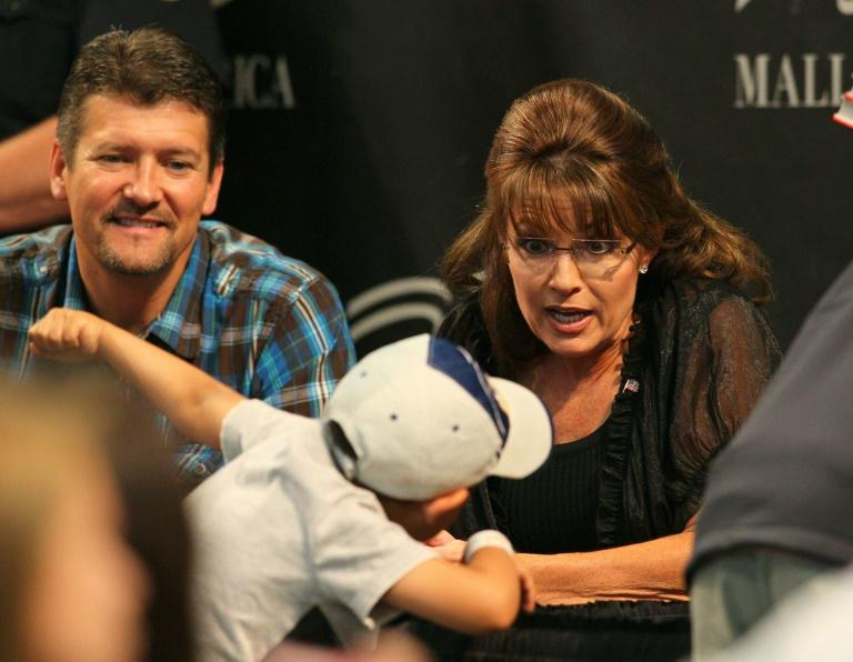 Todd Palin and Sarah Palin meet with supporters in Minnesota in June 2011