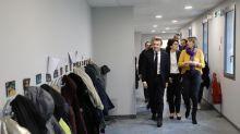 """""""Un pays, on le redresse tous ensemble"""", dit Macron avant un nouveau débat"""