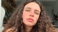 Em dia de sol, Bruna Linzmeyer curte folga fazendo topless