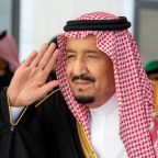 Saudi king urges action against Iran, backs Yemen peace