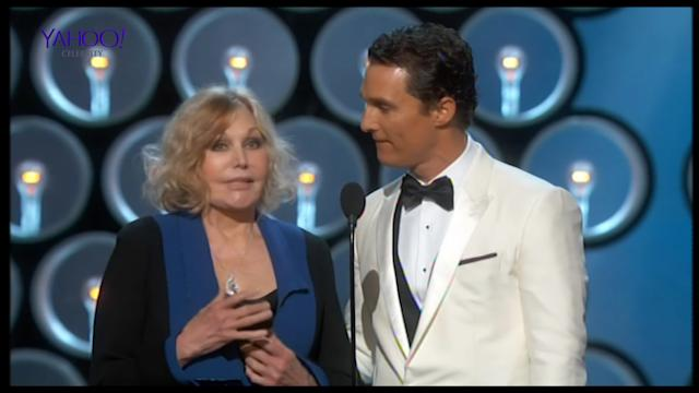 Kim Novak puts in a weird appearance at the Oscars 2014