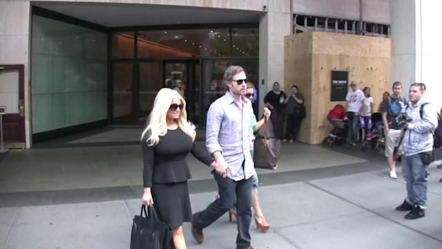 'Pregnant' Jessica Simpson Spotted With Eric and Baby Maxwell!