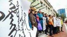 Mongóis protestam em defesa de seu idioma nas escolas