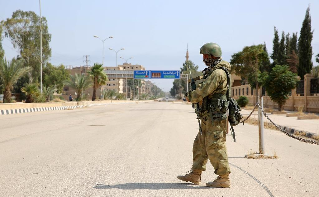 A Russian soldier standing guard in a central street in Deir Ezzor is one of a rumoured 4,000 or 5,000 Russian military servicement stationed in Syria