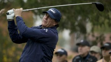 Career day vaults Mickelson to the top