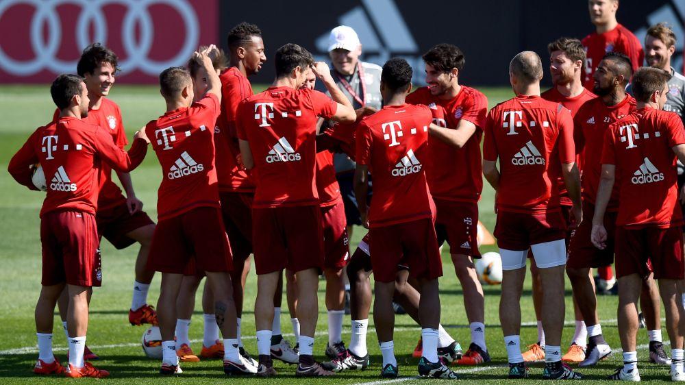Bundesliga: Einlasskontrollen bei Training des FC Bayern
