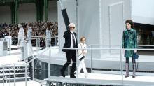 Cara Delevingne 都敗下陣來!Karl Lagerfeld 最喜愛的模特其實是這個年僅 8 歲的男孩!