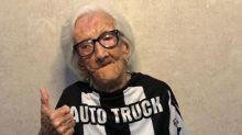 Vovó do Galo chega aos 100 anos e recebe homenagem do clube