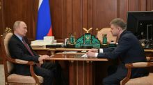 Putin makes Kremlin appearance as virus restrictions ease