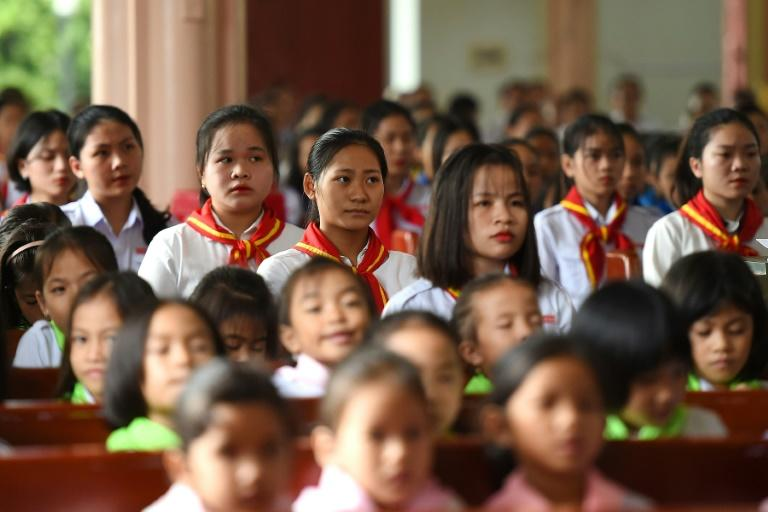 A prayer service in Nghe An province for the migrants who died in a truck in Britain (AFP Photo/NHAC NGUYEN)