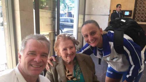 Paixão sem idade: Bernardinho encontra com fã de 93 anos