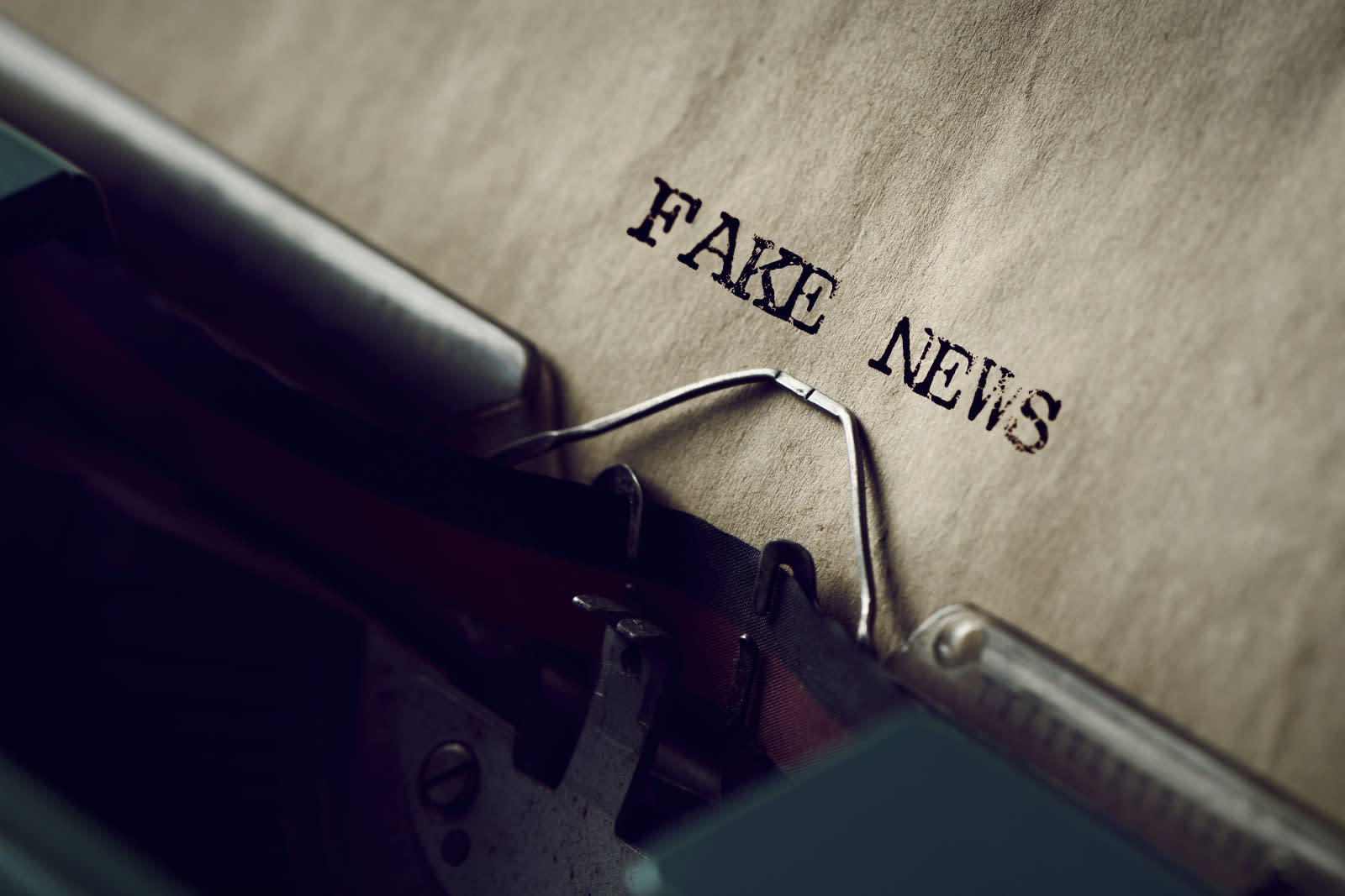 AI catches fake news by gauging the accuracy of its source