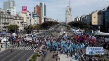 Sem saída, investidores apostam em dívida corporativa argentina