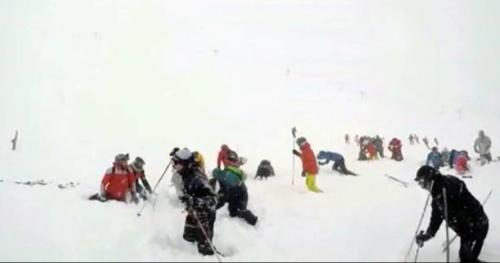Ski - La vidéo de l'aérosol qui a touché la piste bleue à Tignes