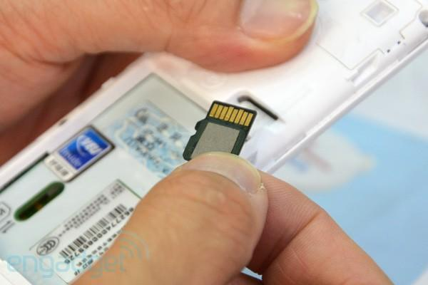 Netcom shows off microSD card with integrated NFC goodness (video)