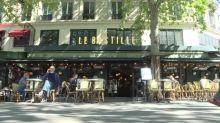 """""""¡Esto es París!"""" Los franceses regresan al fin a sus amados cafés"""