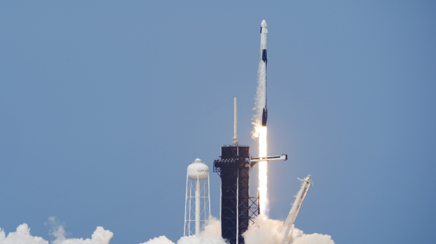 SpaceX launches NASA astronauts