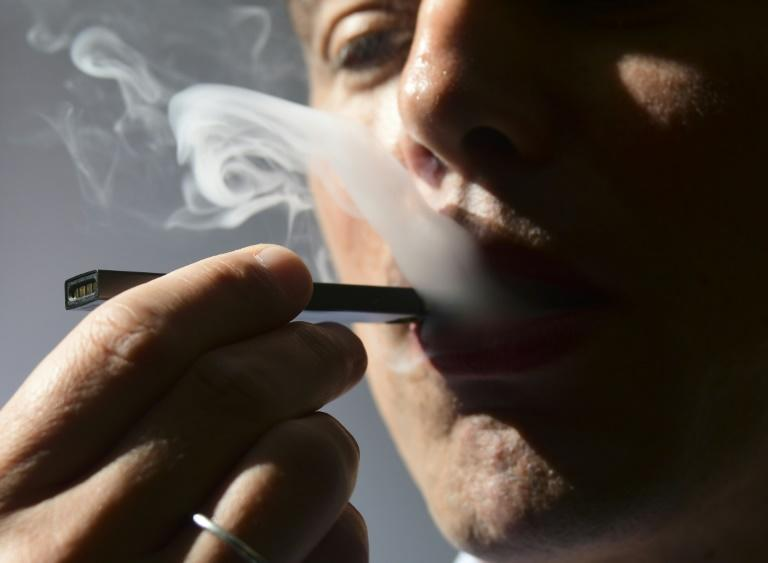 22 hospitalized due to health problems after e-cigarettes and vaping