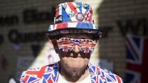 Superfans Camp Outside Hospital Ahead Of Royal Baby Birth