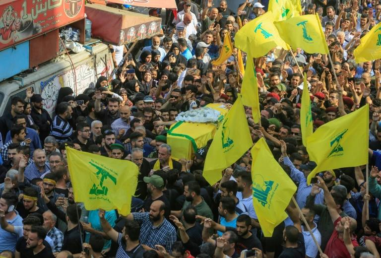 Members of Lebanon's Shiite Hezbollah movement carry the coffin of a comrade killed in Israeli strikes in Syria at his funeral in southern Beirut (AFP Photo/-)