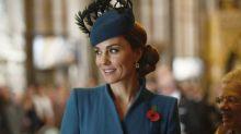 Kate Middleton estrena 'coat dress' al lado del príncipe Harry (ante la ausencia de Meghan Markle)