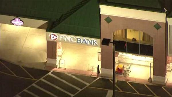Man robs bank in Giant supermarket in Bucks County
