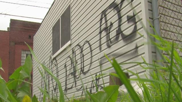 Cleveland graffiti spreading, volunteers help