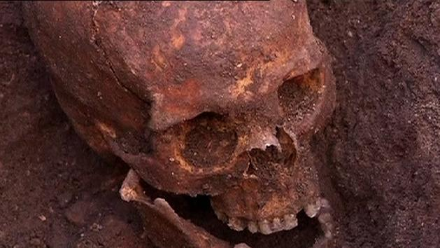 King Richard III remains found in carpark
