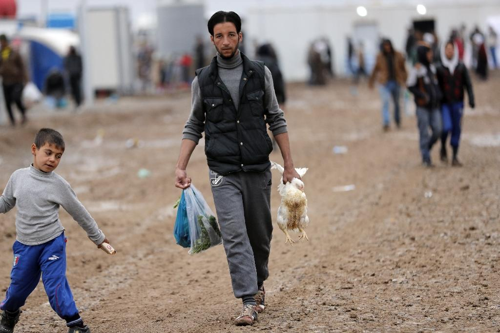 A displaced Iraqi man pictured at the Khazir camp, located between Arbil and Mosul, on December 1, 2016 (AFP Photo/THOMAS COEX)