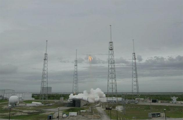 Watch SpaceX's Dragon capsule perform its launch abort test