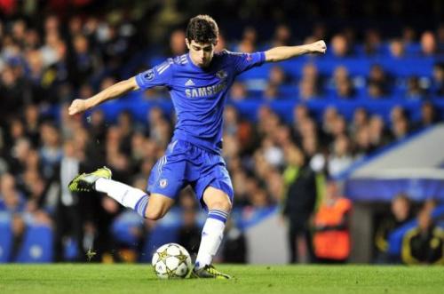 El joven brasileño Oscar dio muestras de su talento al marcar dos goles de Chelsea sobre Juventus.