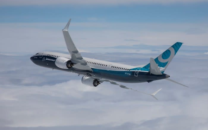 United Airlines and American Airlines Extend Boeing 737 MAX