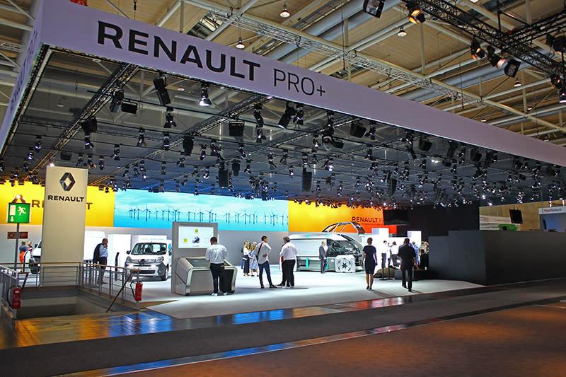 在歐洲,Renault也是喊水會結凍的商用車品牌,當然場面不可能太過寒酸。
