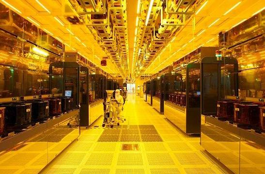 Intel swings 25nm factory doors open for a tour de fab