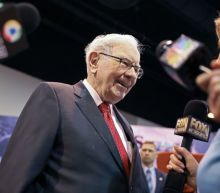 Warren Buffett says 'I'm a Democrat,' and would have 'no trouble' voting for Bloomberg