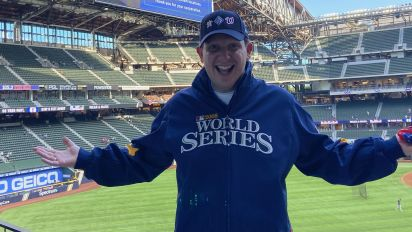 Pandemic can't stop fan's World Series streak