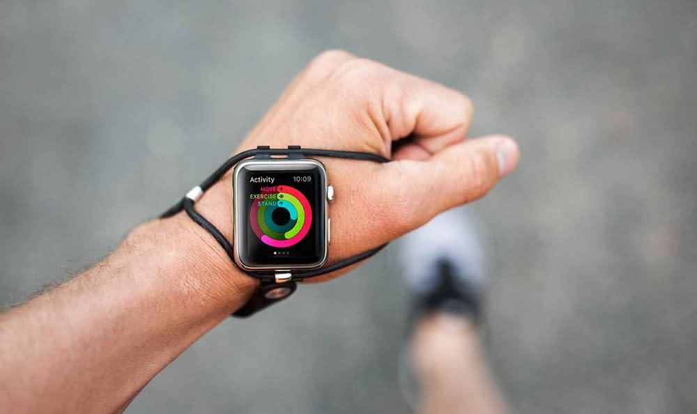ランニング中もApple Watchが見やすいストラップ「Shift」発表。スマートウォッチの装着位置をシフト - Engadget 日本版