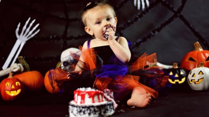 Baby has 'creepy' Halloween cake smash