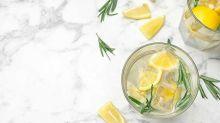 Beber agua con limón tiene ventajas e inconvenientes que debes saber