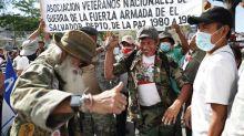 Exguerrilleros y veteranos celebran 29 años del final de la guerra salvadoreña