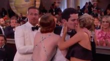 Emma Stone protagoniza un incómodo abrazo en los Globos de Oro