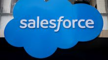UPDATE 2-Salesforce sees higher quarterly, FY revenue; shares rise 7%