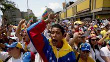 De estudiantes a emigrantes: la crisis le roba el alma a las universidades en Venezuela