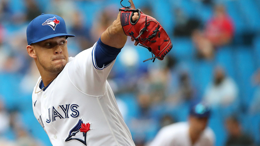 Berrios makes good first impression with Blue Jays