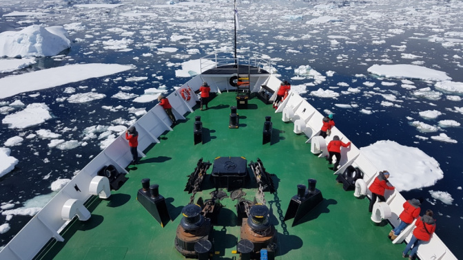 80 mujeres lanzan un duro mensaje desde la Antártida
