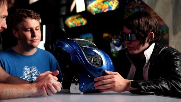 All-weather motorcycle helmet heats and cools your face, protects grey matter (video)